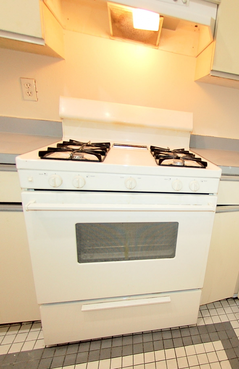 1245ThirteenthStNW#109-5-Stove